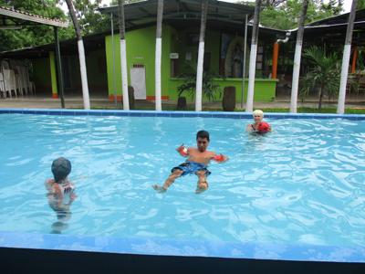 Daniel zwemt zelf